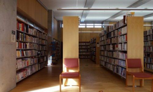 【辻村深月】エッセイ『図書室で暮らしたい』を読むともっと辻村さんが好きになる